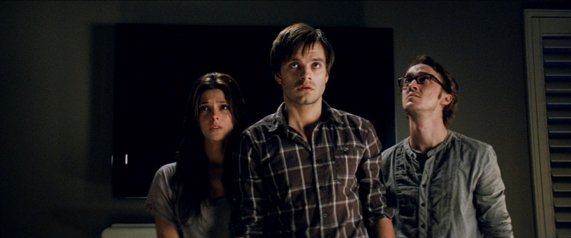 Ashley Greene e Sebastian Stan in The Apparition insieme a Tom Felton