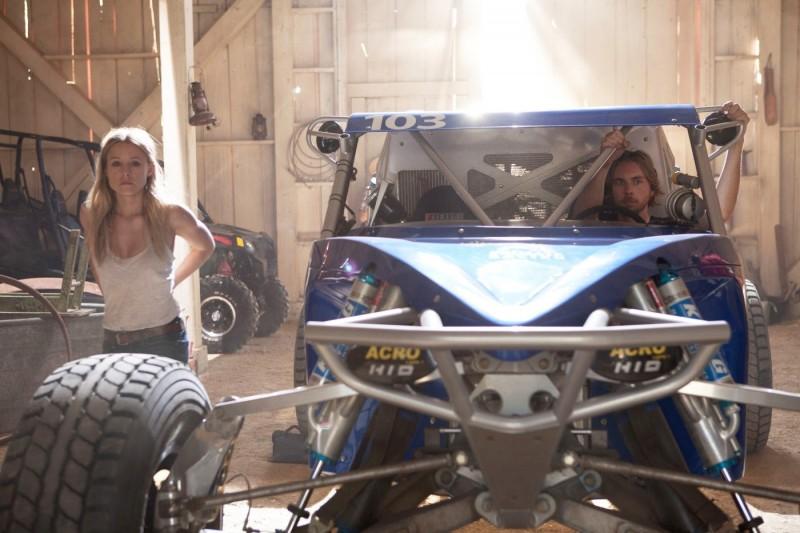 Dax Shepard accanto a Kristen Bell nell'action Hit & Run