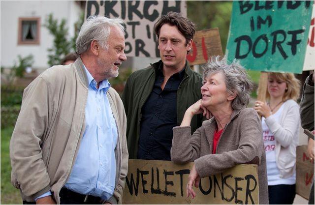 Die Kirche bleibt im Dorf : Christian Pätzold, Elisabeth Schwarz ed Hans Löw