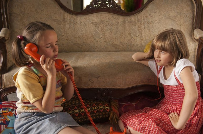 Du Vent dans mes mollets - Anna Lemarchand e Juliette Gombert al telefono