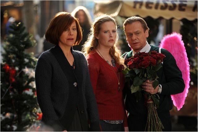 Frisch gepresst: Diana Amft nel film con Jule Ronstedt e un Sylvester Groth con tanto di ali rosa