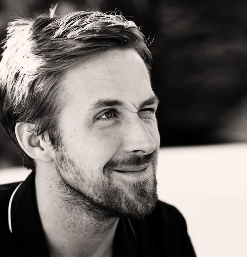 Ryan Gosling in una buffa espressione ammiccante