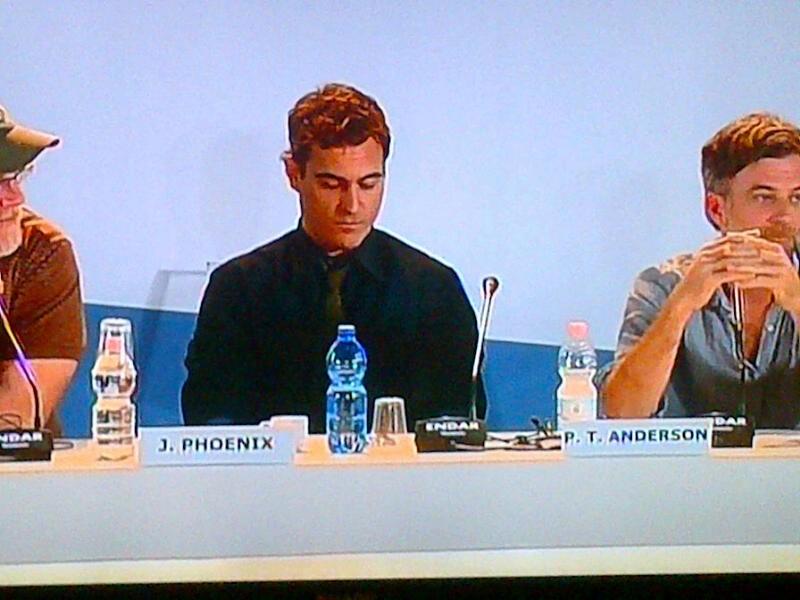 Venezia 2012: Paul Thomas Anderson e Joaquin Phoenix (al centro) alla press conference di presentazione di The Master