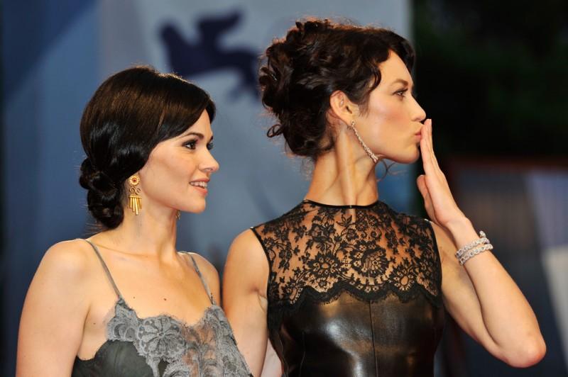 Olga Kurylenko con Romina Mondello sul red carpet per To the Wonder a Venezia 2012