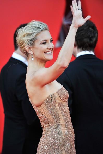 Una sorridente Kate Hudson presenta The Reluctant Fundamentalist sul tappeto rosso di Venezia 2012