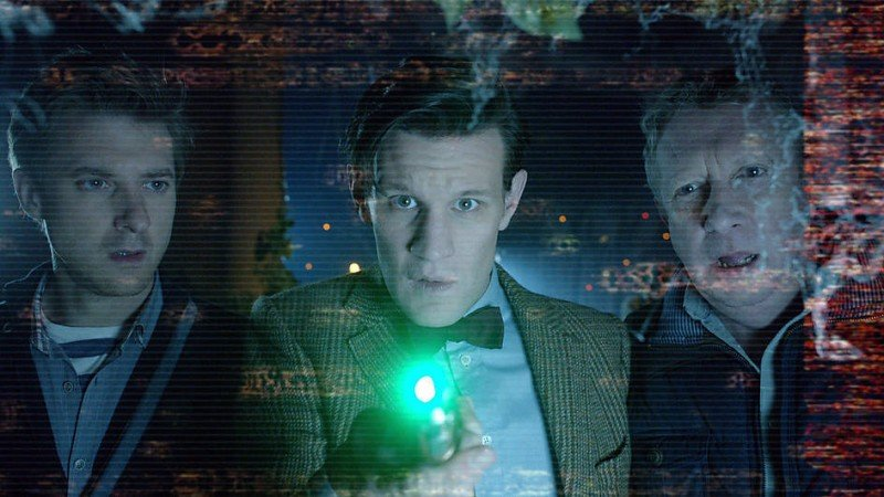 Arthur Darvill, Matt Smith e Mark Williams nell'episodio Dinosaurs on a Spaceship della settima stagione di Doctor Who