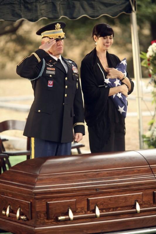 Army Wives: Catherine Bell e Terry Serpico nell'episodio Tutta la nazione grata