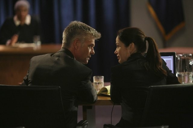 Army Wives: Kim Delaney ed Harry Hamlin in una scena dell'episodio Giudizio ed errore