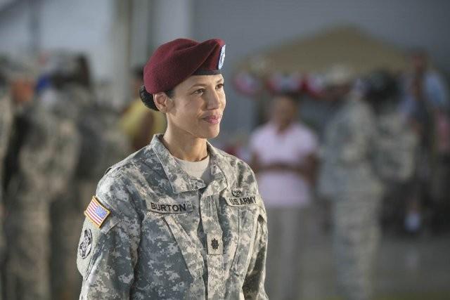 Army Wives: Wendy Davis nell'episodio Forte come l'esercito