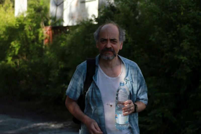 Mario Dragunsky durante una pausa sul set del film Les Gouffres
