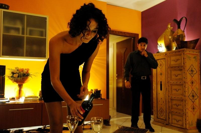 Nicole Grimaudo e Dario Bandiera in una scena de All'ultima spiaggia