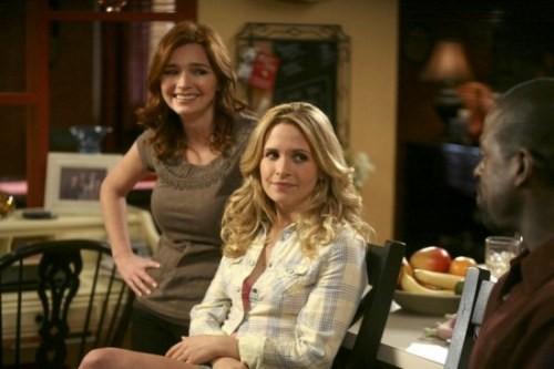 Brigid Brannagh e Sally Pressman in un momento dell'episodio Decisioni difficili della quinta stagione di Army Wives - Conflitti del cuore