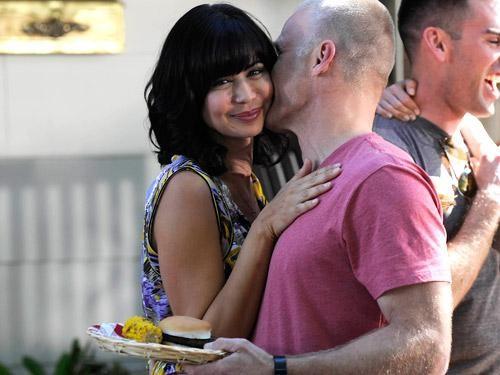 Catherine Bell in una scena dell'episodio Zona di lancio della quinta stagione di Army Wives - Conflitti del cuore