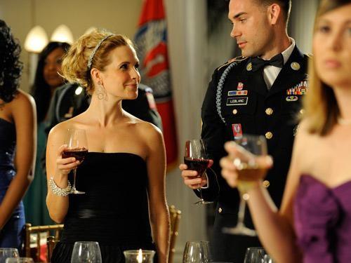Drew Fuller e Sally Pressman in una scena dell'episodio Addio alle armi della quinta stagione di Army Wives - Conflitti del cuore