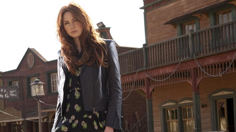 Karen Gillan in una foto promozionale dell'episodio A Town Called Mercy della settima stagione di Doctor Who