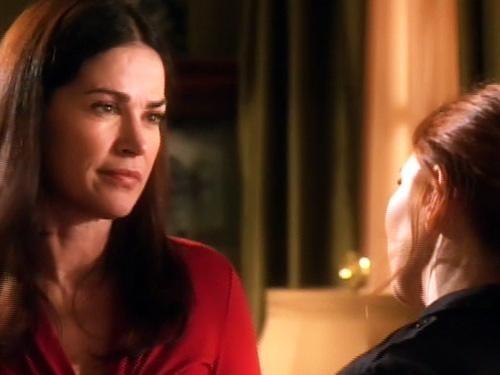 Kim Delaney in un scena dell'episodio Scontro a fuoco della quinta stagione di Army Wives - Conflitti del cuore