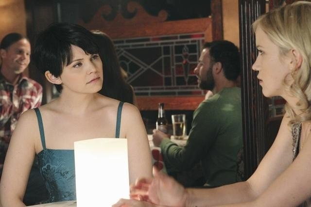 Once Upon a Time: Ginnifer Goodwin e Jessy Schram nell'episodio Skin Deep