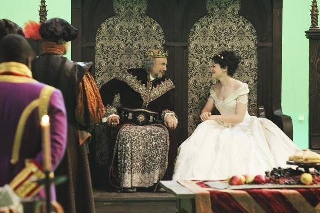 Once Upon a Time: Ginnifer Goodwin e Richard Schiff nell'episodio Fruit of the Poisonous Tree