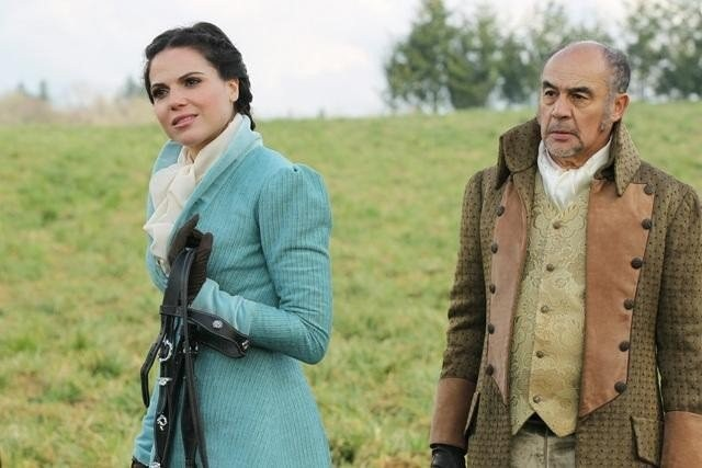 Once Upon a Time: Lana Parrilla e Tony Perez nell'episodio The Stable Boy