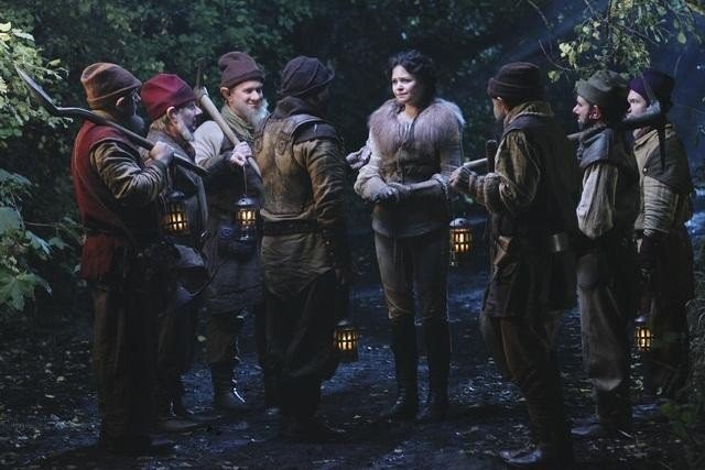 Once Upon a Time: Lee Arenberg, Ginnifer Goodwin e Gabe Khouth nell'episodio 7:15 A.M.