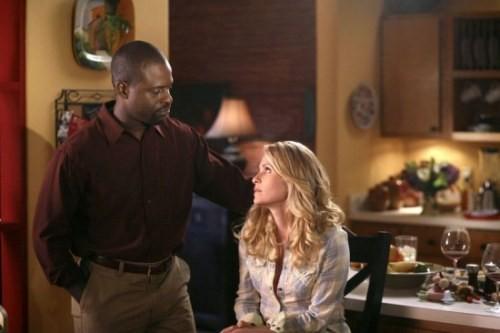 Sterling K. Brown insieme a Sally Pressman in un momento dell'episodio Decisioni difficili della quinta stagione di Army Wives - Conflitti del cuore