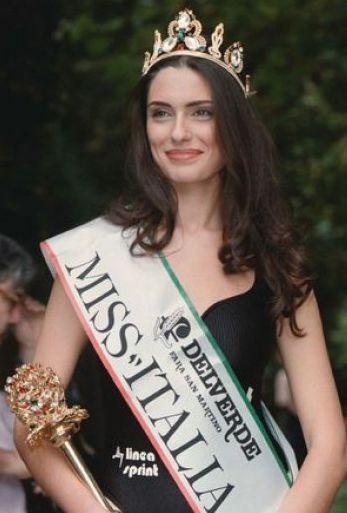 Anna Valle è Miss Italia nel 1995