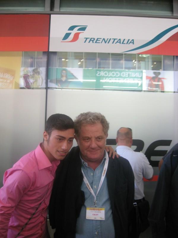 Cesaroni 5: Antonello Fassari con un fan al Cesaroni Day del 12 Settembre 2012