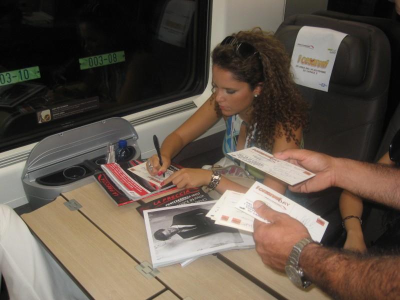 Cesaroni 5: Giulia Luzi firma autografi al Cesaroni Day del 12 Settembre 2012