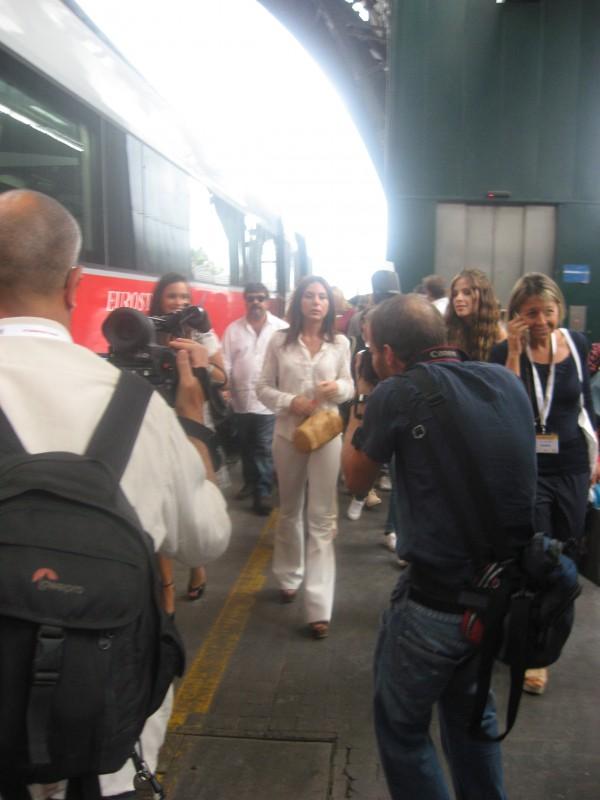 Cesaroni 5: Micol Olivieri alla stazione di Milano durante il Cesaroni Day del 12 Settembre 2012