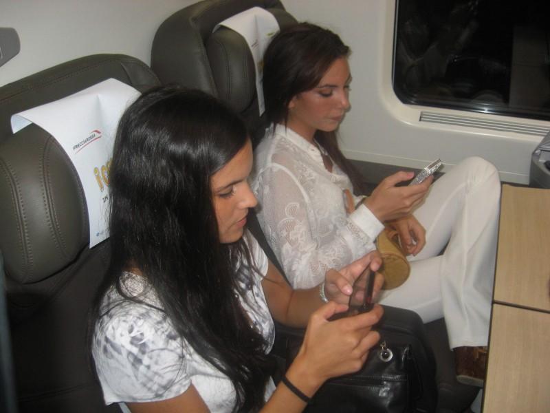 Cesaroni 5: Sara Mollaioli e Micol Olivieri durante il Cesaroni Day del 12 Settembre 2012
