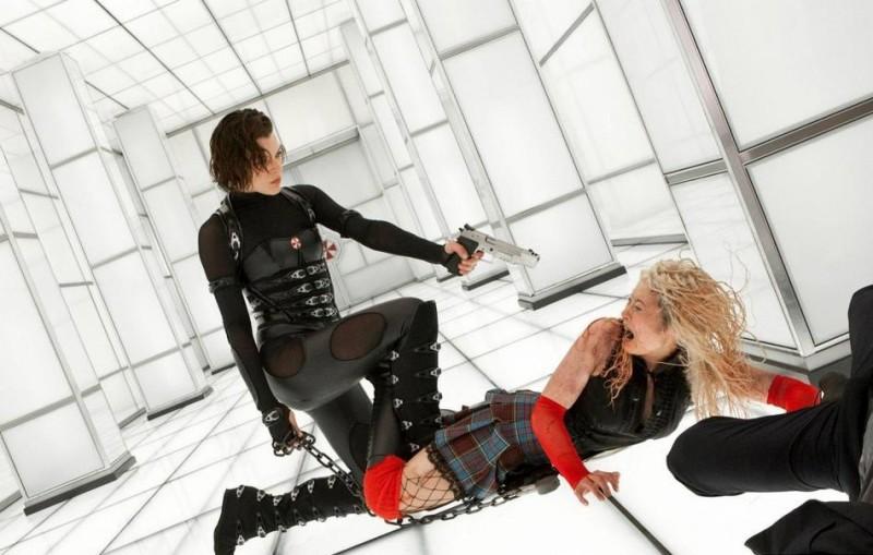 Milla Jovovich in una sequenza di Resident Evil: Retribution