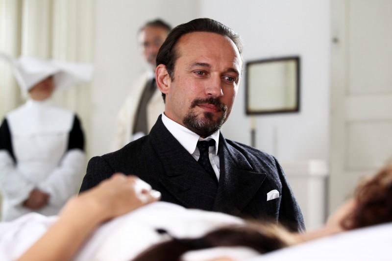 Cesare Mori: il prefetto di ferro: Vincent Perez in una scena della fiction