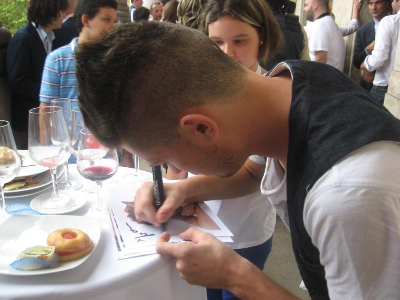 Cesaroni 5: Niccolò Centioni firma autografi al Cesaroni Day del 12 Settembre 2012