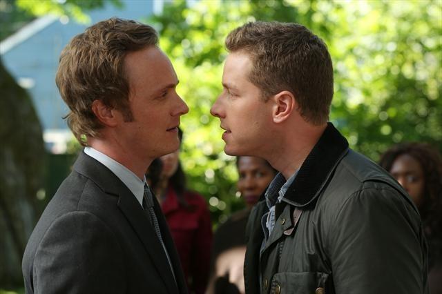 David Anders e Josh Dallas in una foto della seconda stagione della serie TV C'era una volta