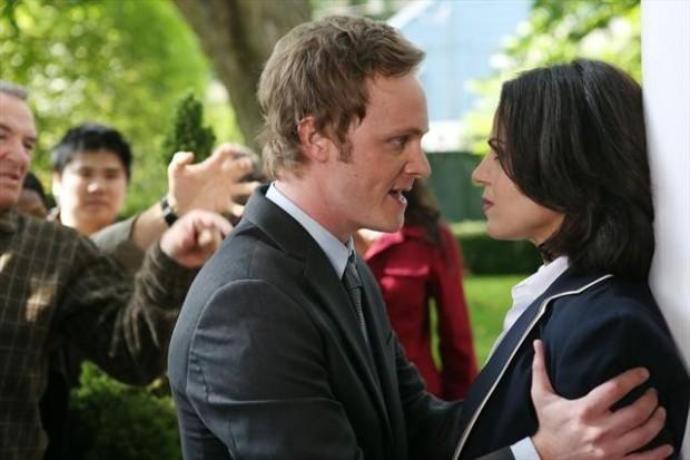 David Anders e Lana Parilla in una foto della seconda stagione della serie TV C'era una volta
