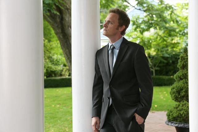 David Anders in una foto della seconda stagione della serie TV C'era una volta