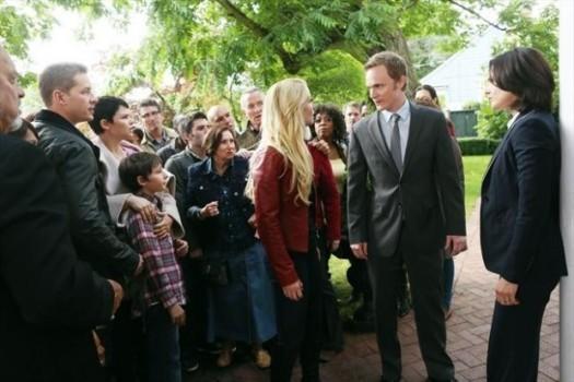 David Anders, Jennifer Morrison e Lana Parilla in una foto della seconda stagione della serie TV C'era una volta