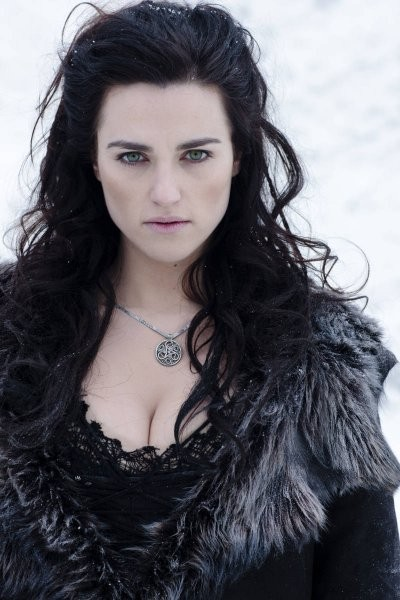 Katie McGrath in una foto promozionale della quinta stagione di Merlin