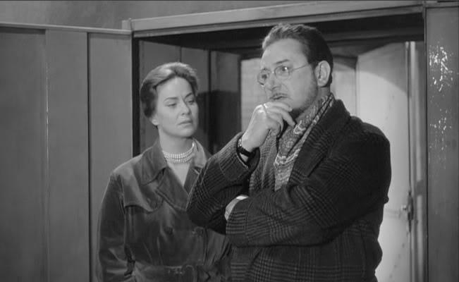 Pierre Brasseur con Alida Valli in una sequenza del film Occhi senza volto (1960)