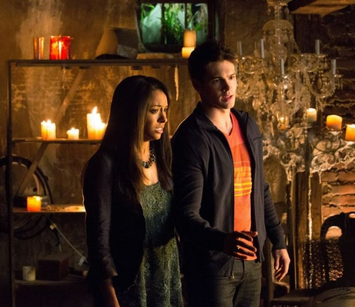 The Vampire Diaries: Kat Graham e Steven R. McQueen in una scena dell'episodio Growing Pains