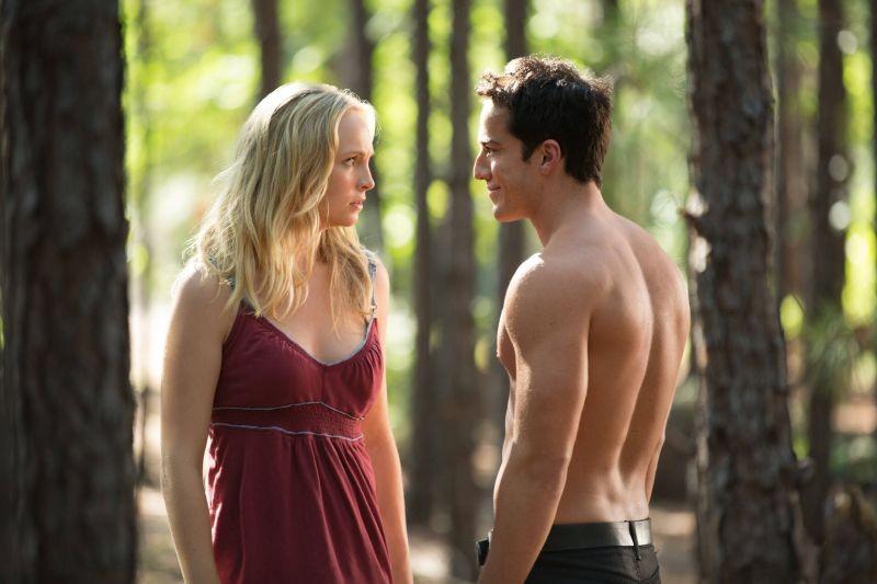 The Vampire Diaries: Michael Trevino e Candice Accola in una scena dell'episodio Growing Pains
