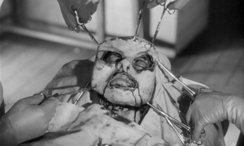 Una sanguinosa sequenza del film Occhi senza volto