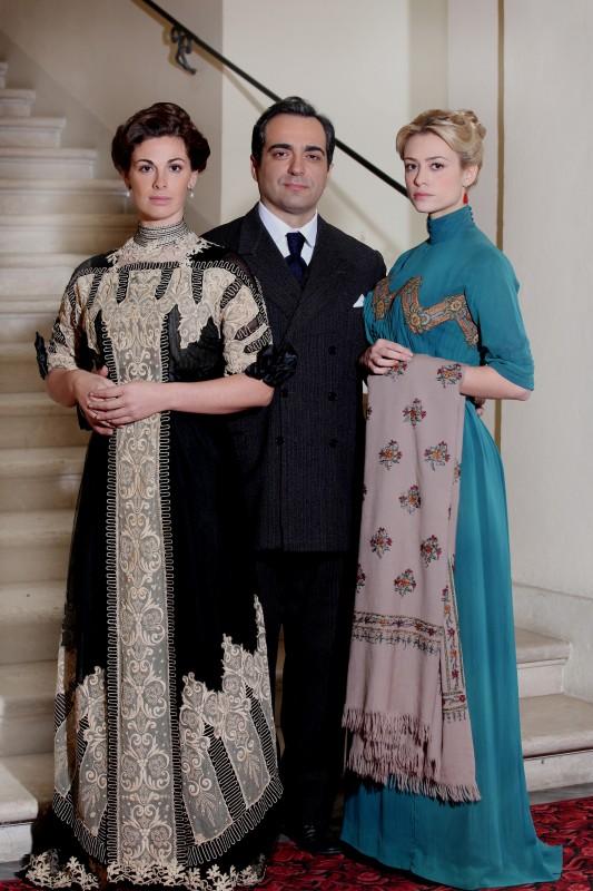 Caruso, la voce dell'amore: Gianluca Terranova, Vanessa Incontrada e Martina Stella in una foto promozionale