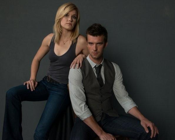 Haven: Emily Rose e Lucas Bryant in una foto promozionale della stagione 3