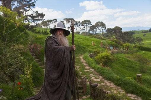 Ian McKellen sul sentiero della Terra di Mezzo in Lo Hobbit - Un viaggio inaspettato