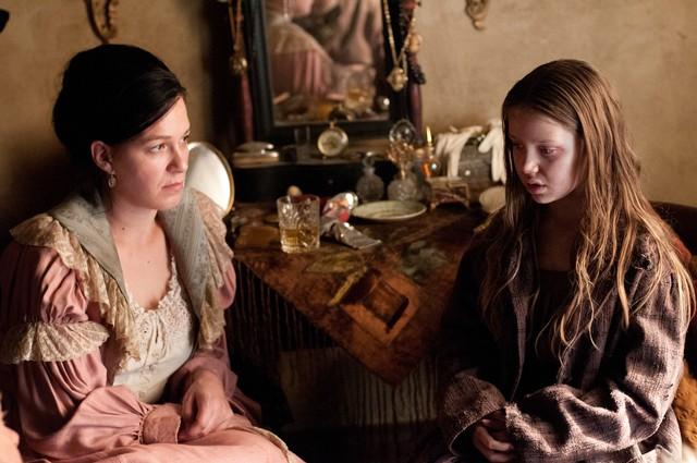 Copper: Franka Potente e Kiara Glasco nell'episodio Surviving Death