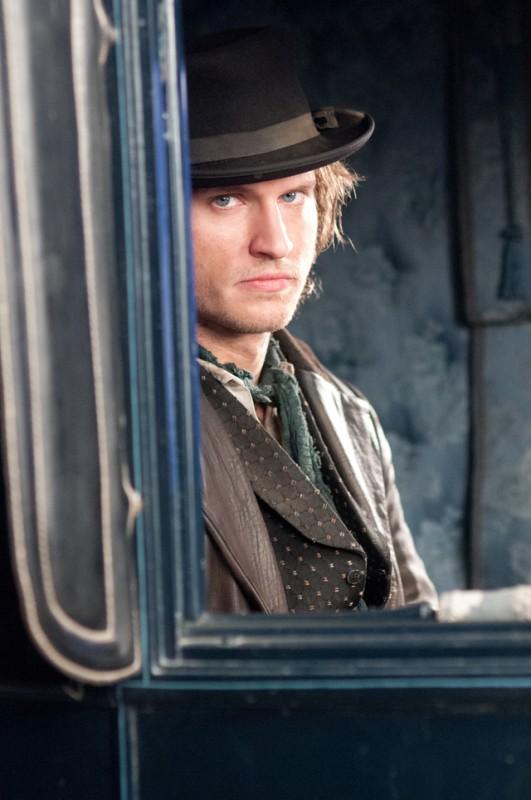 Copper: Tom Weston-Jones nell'episodio Surviving Death