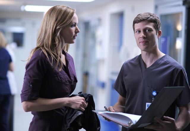 The Mob Doctor: Jordana Spiro e Zach Gilford nel pilot della serie