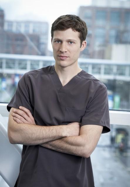 The Mob Doctor: Zach Gilford in una foto promozionale della serie