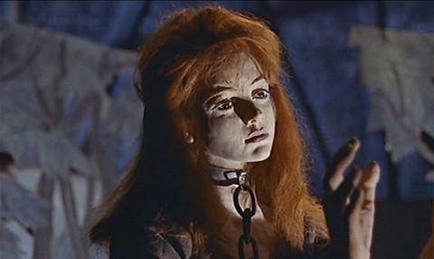 Il mulino delle donne di pietra: un'inquietante statua di cera del film